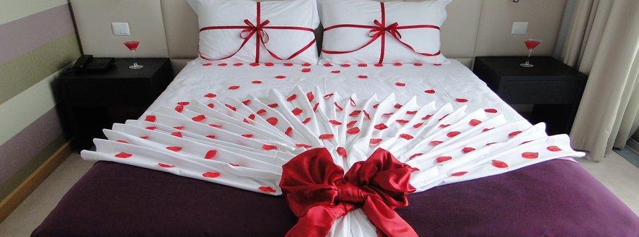 Como decorar um quarto para uma noite romântica Toda Atual ~ Quarto Romantico Com Petalas