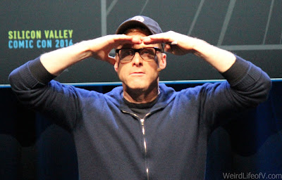 Alan Tudyk trying to see far into the darkened audience