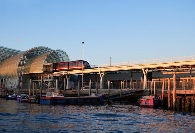 Trem na estação Santa Lucia em Veneza