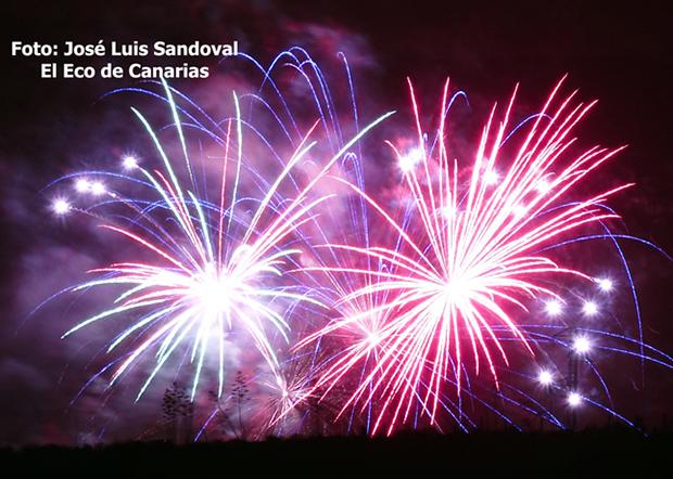 La polémica contratación de una empresa privada para sustituir a Bomberos de Las Palmas de Gran Canaria en la noche de los fuegos de San Lorenzo / Foto:José Luis Sand