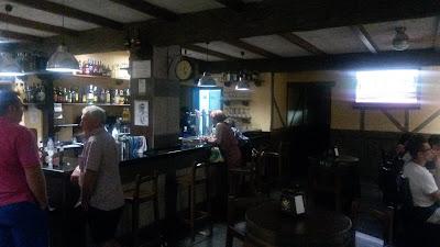 Interior del Bar El Teide. Nuevo estilo rústico de mi bar favorito.