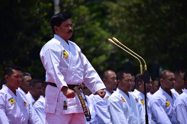 Panglima TNI Terima Anugerah Tingkat DAN 7 INKAI