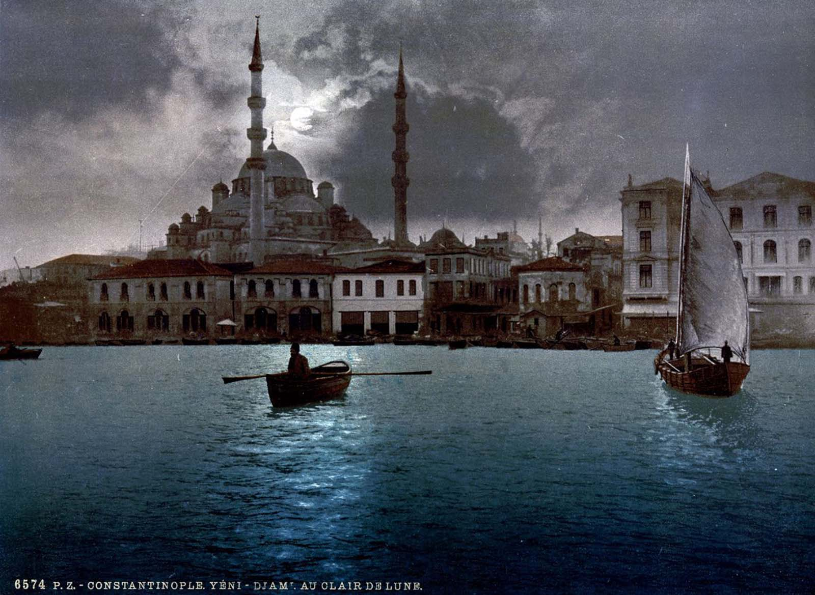 The Yeni Cami by moonlight.