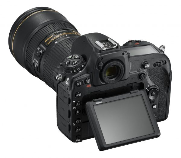 Nikon D850, вид сзади, наклонный экран