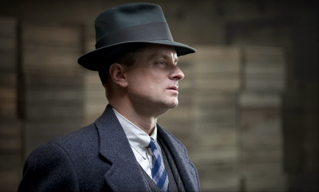 Eli Thompson lleva un sombrero en boardwalk empire