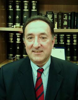 Ο τραγουδιστής και δικηγόρος Μάκης Κιάμος, υποψήφιος για το Δ.Σ. στη Πανηπειρωτική Συνομοσπονδία Ελλάδος