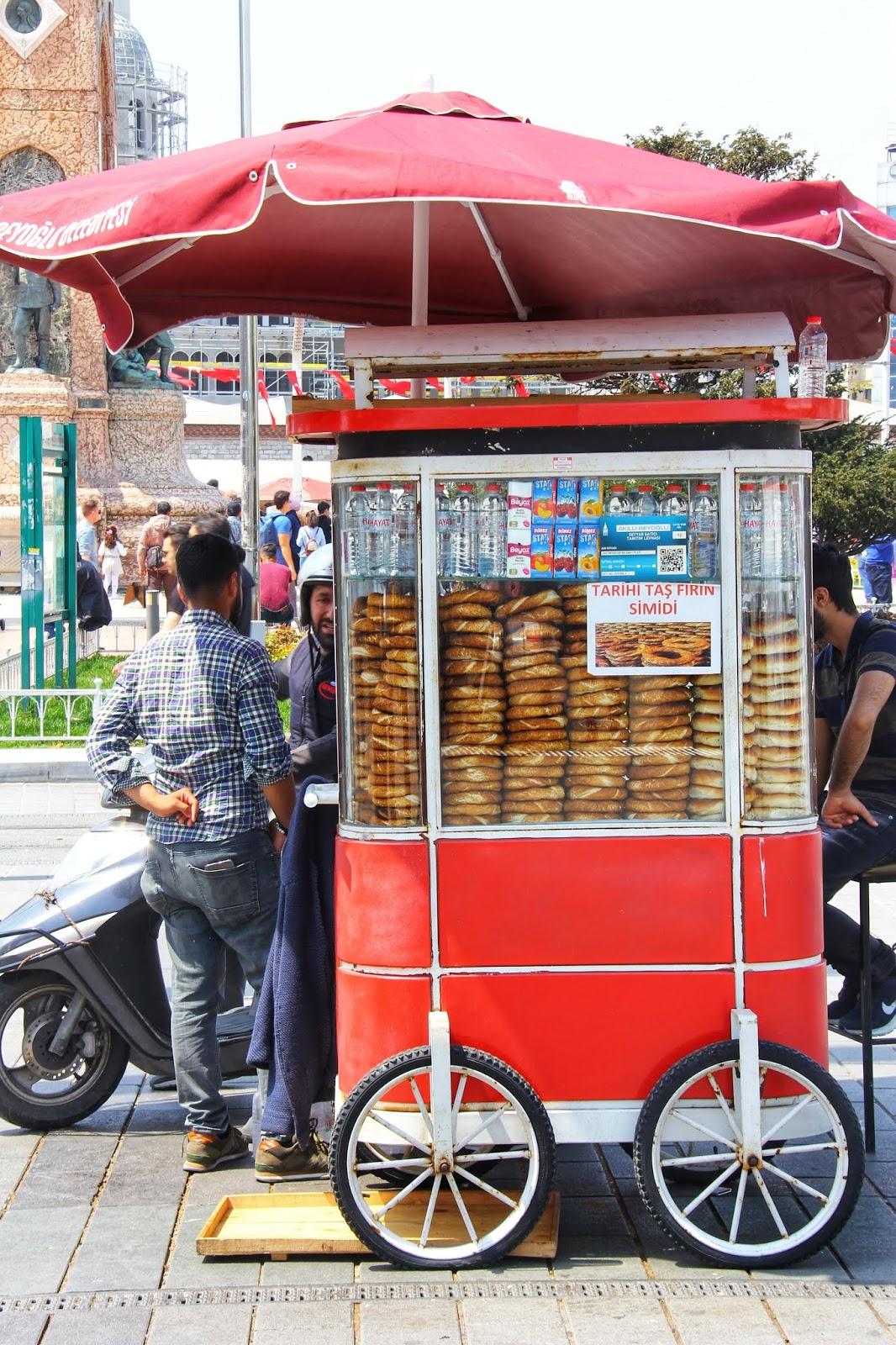 Jualan jajan di Taksim Square
