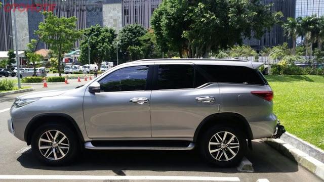 Viral Foto Toyota Fortuner Penuh Stiker Umpatan, Anda Bisa Menduga Kenapa