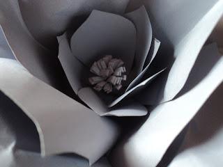 Centro de la flor gigante en cartulina