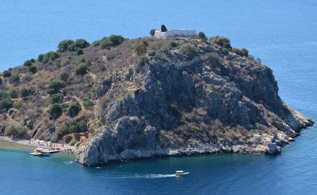 Οι Ενετικές επάλξεις στο νησάκι Δασκαλιό του Τολού
