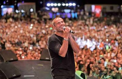 عمرو دياب, الصعود للمسرح, البدء بالغناء,