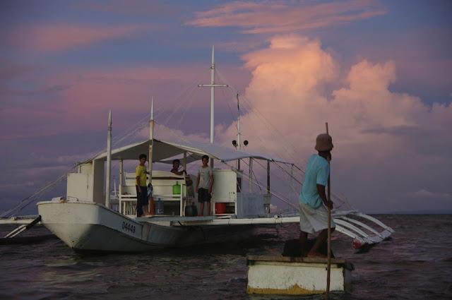 Bucear en Malapascua y otros datos prácticos. Aproximación a la bangka