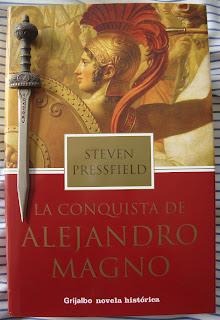 Portada del libro La conquista de Alejandro Magno, de Steven Pressfield