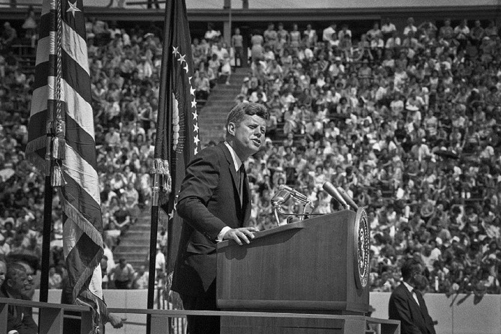 "inauguration speech of john f kennedy On friday, 20 january 1961 newly elected president john f kennedy delivered his inauguration speech to the nation of america in the time of uncertainty and fear kennedy was the ""youngest elected president and the first roman catholic president."