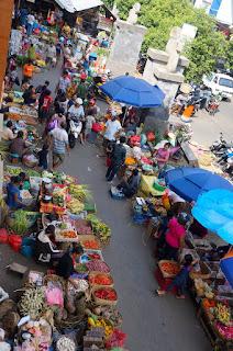 Marché local de Amlapura Karangasem à Bali en Indonésie