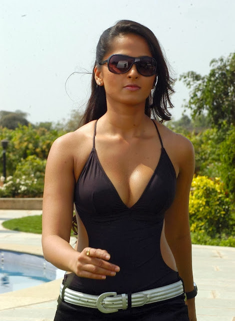 Anushka Shetty in Sleeveless Deep Neck Top ~  Exclusive (3).jpg