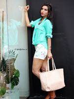 http://www.stylishbynature.com/2015/05/how-to-wear-floral-shorts-summer-fashion.html