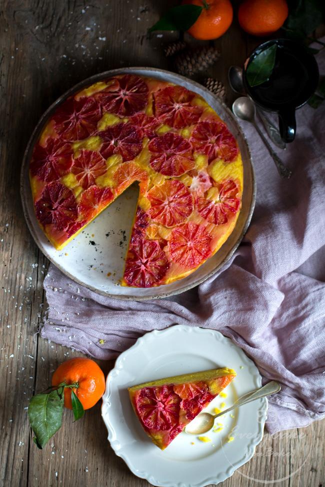 odwrócone ciasto z kurkumą i czerwonymi pomarańczami