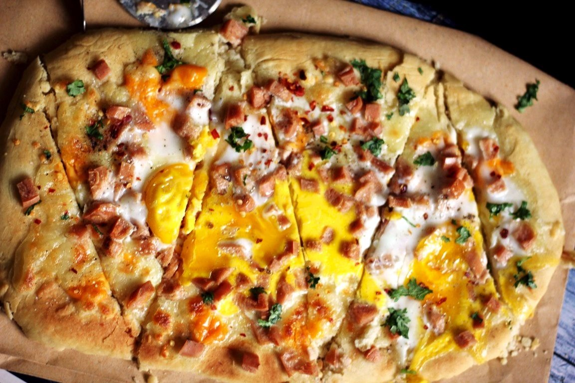 Pancake-Mix-crust-Breakfast-Pizza-TTTB