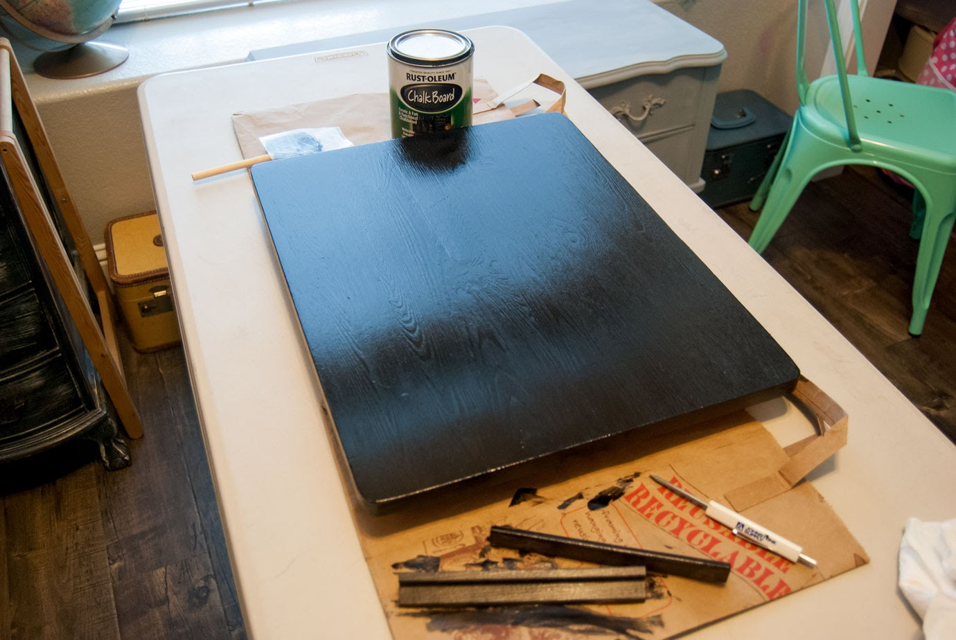 Painting the TV Tray Tabletop With Chalkboard Paint