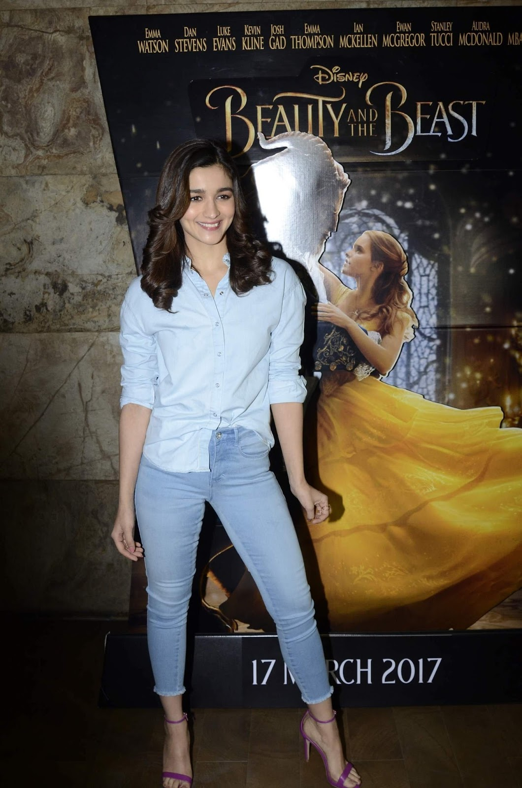 Alia Bhatt Looks Super Sexy In Skinny Jeans At Beauty And -3024