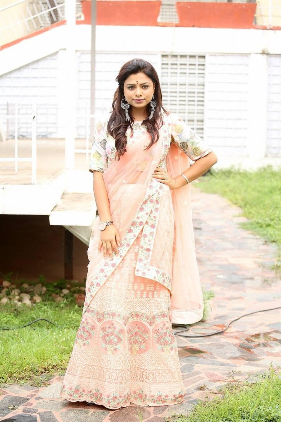 Beautiful Indian Actress Fida Gill In Transparent Pink Saree