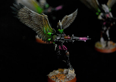 Adding an Object Source Lighting (OSL) glow on your armies weapons is an extremely effective way to make your minis stand out on the table. & Eye of Error: Painting OSL Weapons Effects in 5 Easy Steps