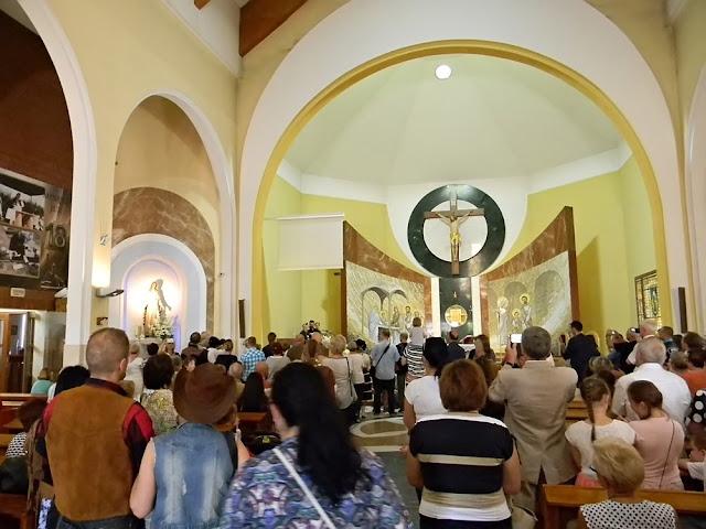 muzycy country grali po Mszy w kościele w Wolsztynie