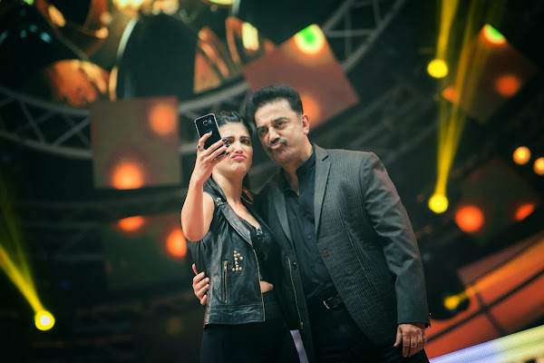 Kamal Haasan and Shruthi Haasan's affection over the stage
