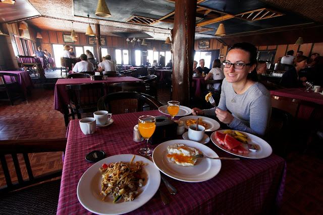 Desayunando en el Lava View Lodge