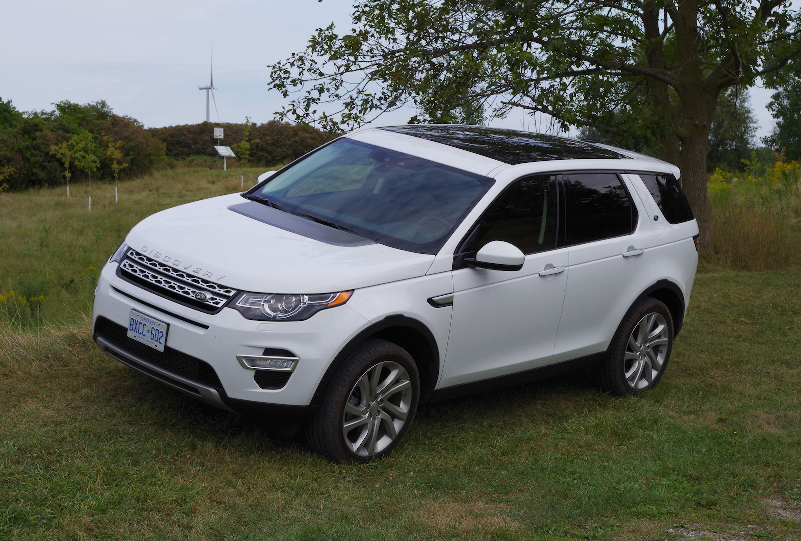 màu trắng discovery sport hse luxury