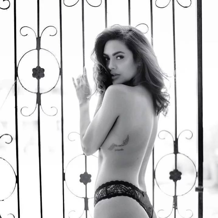 Esha Gupta Undressed Hot Photo shoot