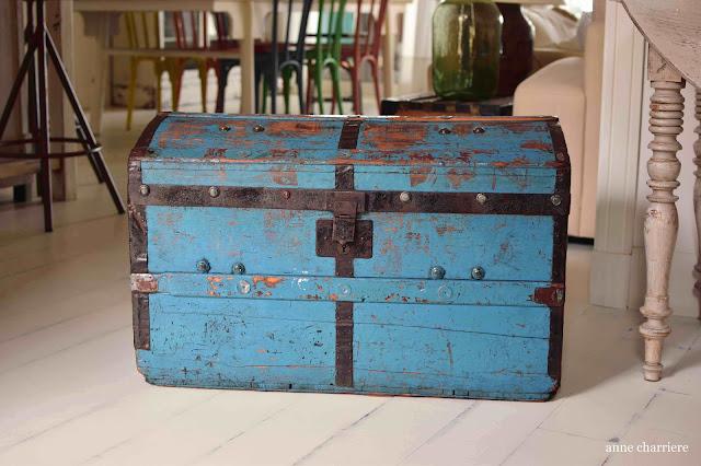 www.annecharriere.com, baúl, restaurar, pintura, aceite, antigüedades,