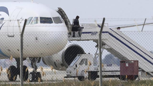 Rampas Pesawat Kerana Kekasih
