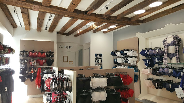 collections-lingerie-valege-tours