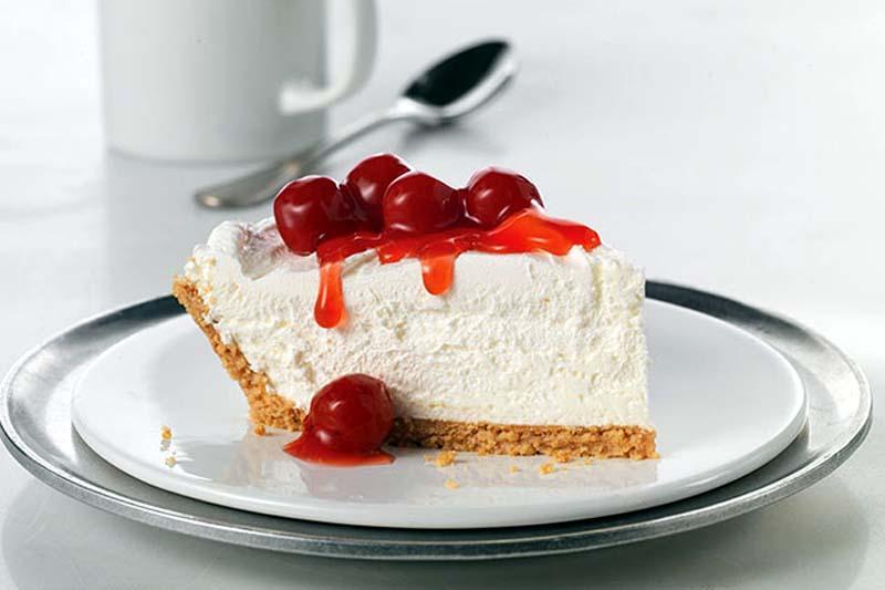 Fresh Strawberry Cheesecake Pie