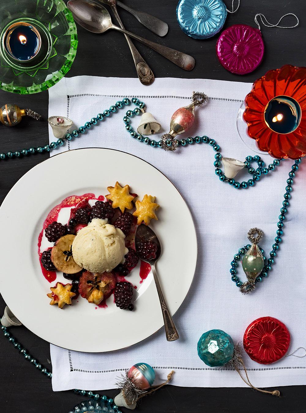 Glüh-Beeren-Pie mit Kardamom Eis