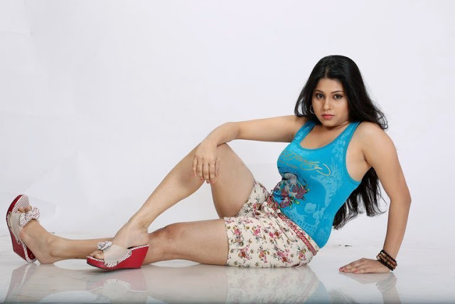 Hamida Khatoon First Time Hot Thighs Showing Spicy Photoshoot