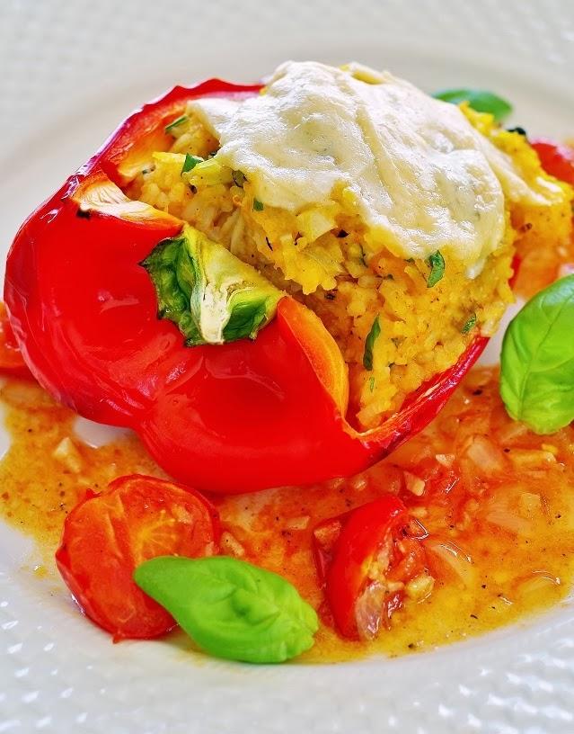 stuttgartcooking vegetarisch gef llter paprika mit tomaten sauce und frischem basilikum. Black Bedroom Furniture Sets. Home Design Ideas