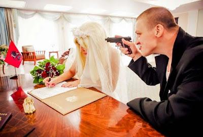 Standesamt Hochzeit lustig - Mit Pistole zur Ehe zwingen