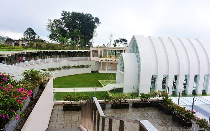 La Kana Chapel terlihat dari samping