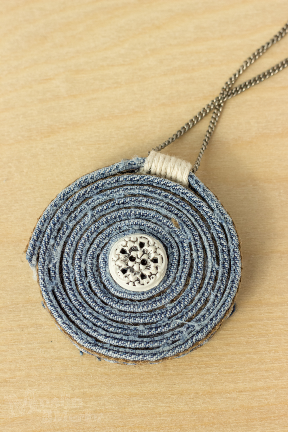 Blue To Green Flakie Gradient: DIY Upcycled Blue Jean Necklace