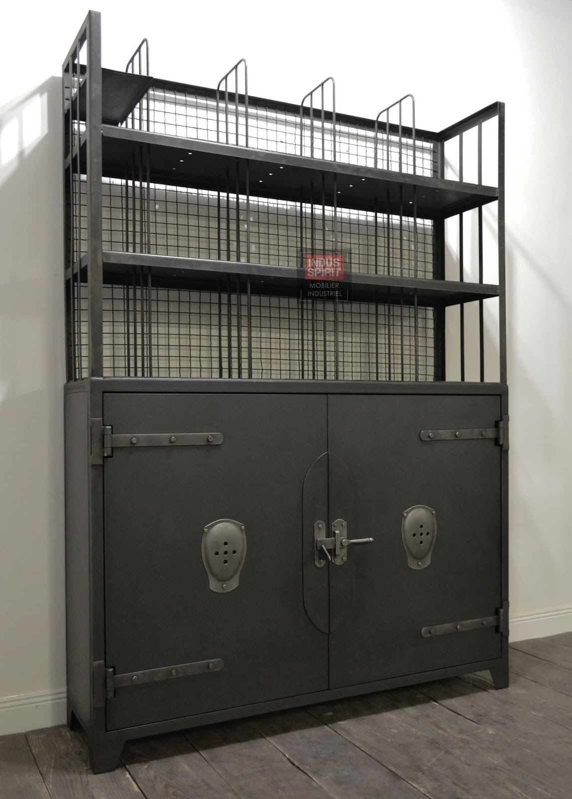 vaisselier industriel. Black Bedroom Furniture Sets. Home Design Ideas