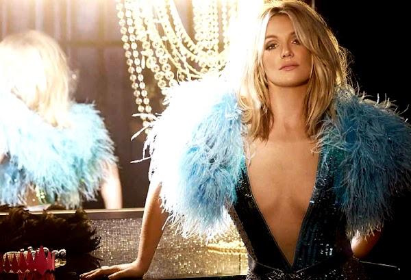 Britney Spears estampa capa da 100ª edição da V Magazine!
