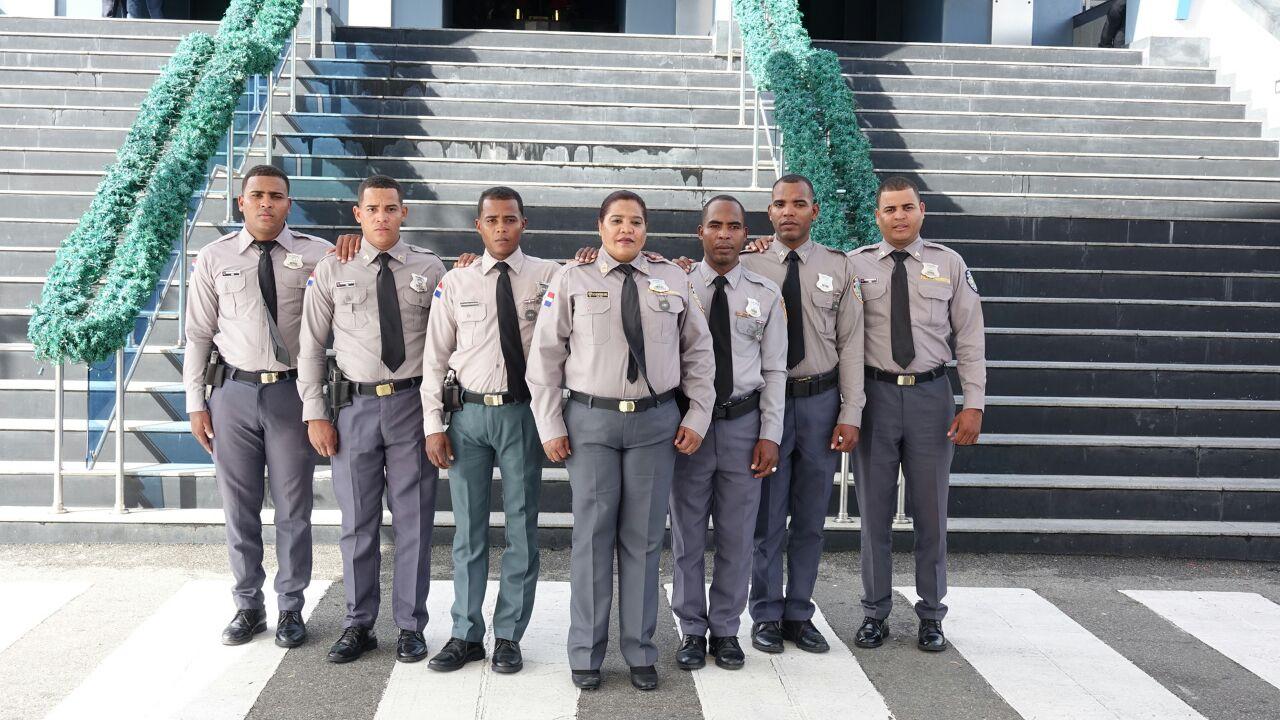 Madre y sus seis hijos dedican su vida a la Policía Nacional
