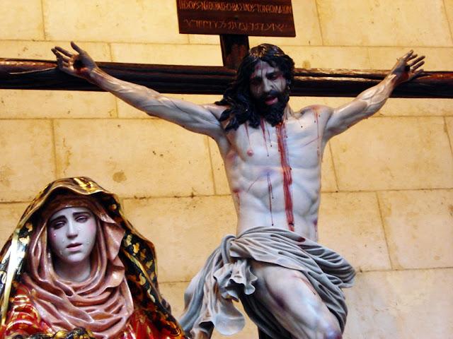 Santísimo Cristo de la Sangre y Nuestra Señora del Calvario. Paso de la Sexta Palabra. Cofradía de las Siete Palabras. León. Foto G. Márquez.