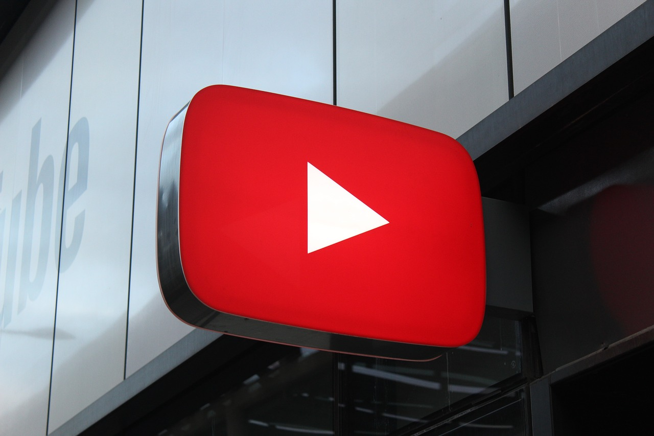 YouTube is testing new, blue recommendation bubbles that appear under videos