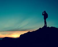 La sua ricerca, i nostri schemi. La nostra ricerca, il suo mistero. Dio chiede alla nostra libertà di essere accolto.