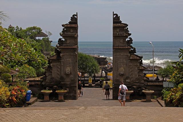 Tanah Lot Bali - Tempat Wisata Yang Wajib Dikunjungi Di Bali