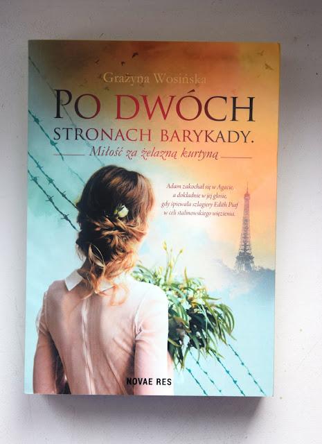 """Recenzje #90 - """"Po drugiej stronie barykady. Miłość za żelazną kurtyną"""" - okładka książki pt.""""Po drugiej stronie barykady. Miłość za żelazną kurtyną"""" - Francuski przy kawie"""